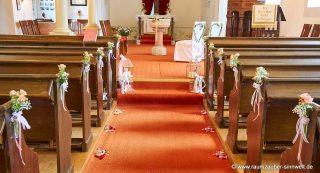 festlich dekorierte Kirche