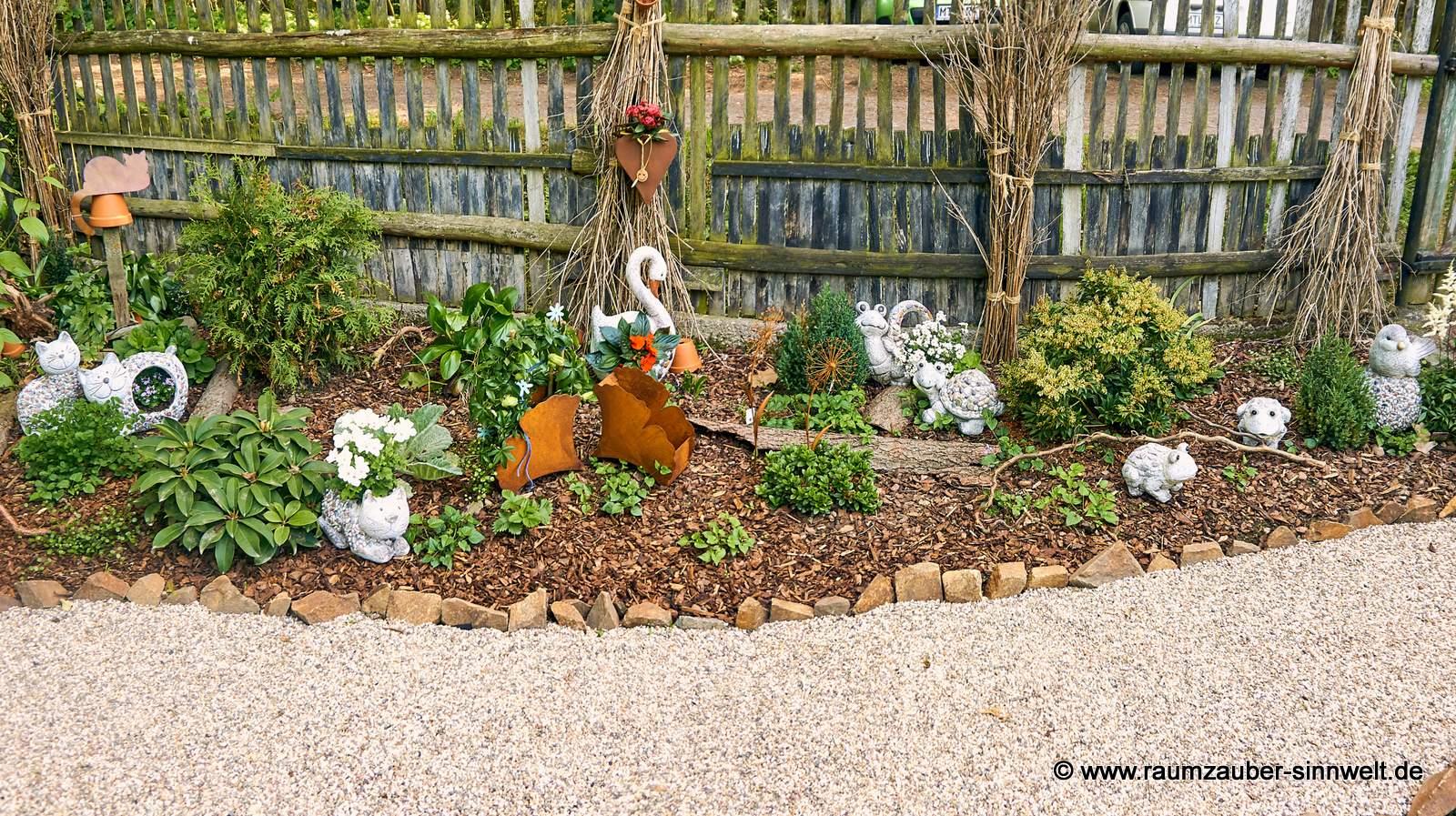 Dekofiguren und Pflanzgefäße Stones von formano, Gartendekorationen aus Rost