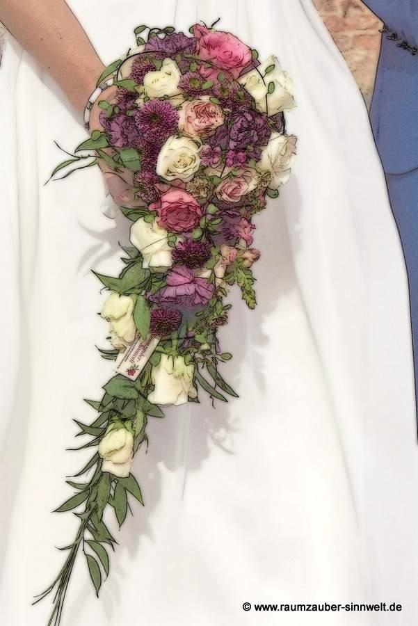 Kompakt und elegant: der Tropfen-Brautstrauss