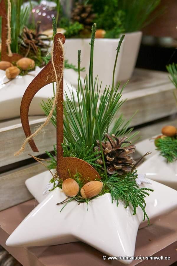 TIZIANO Windlicht Casoria mit Rost-Notenschlüssel weihnachtlich dekoriert