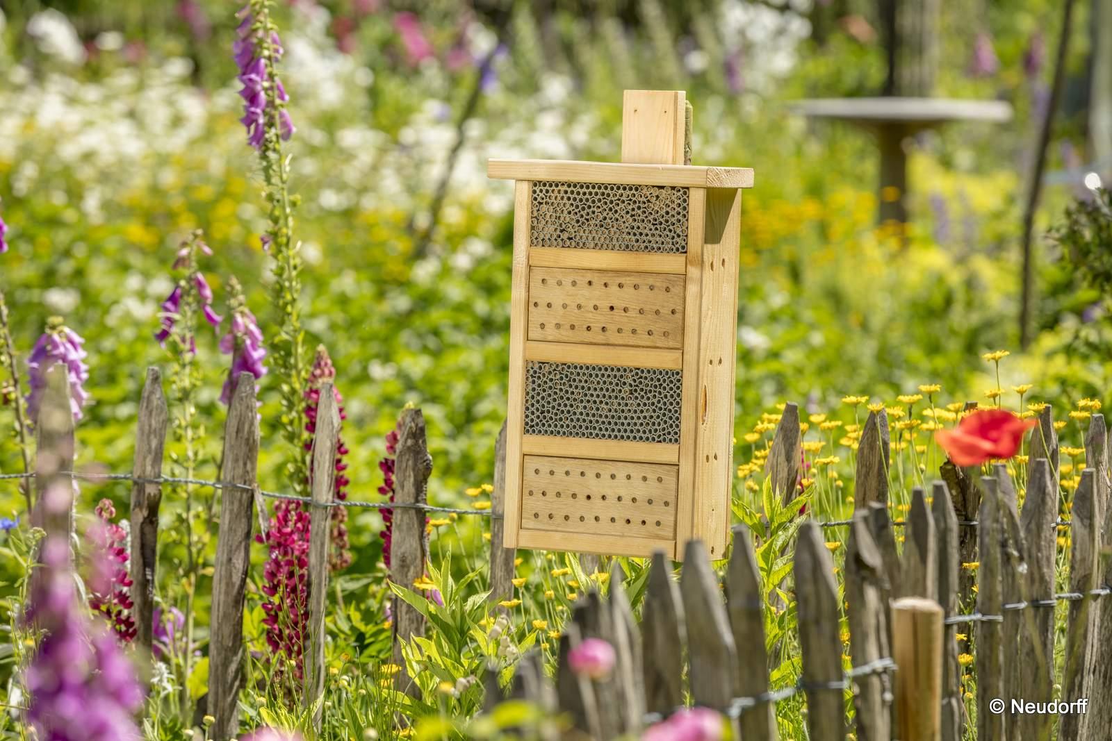 Neudorff Bienenhaus im Garten