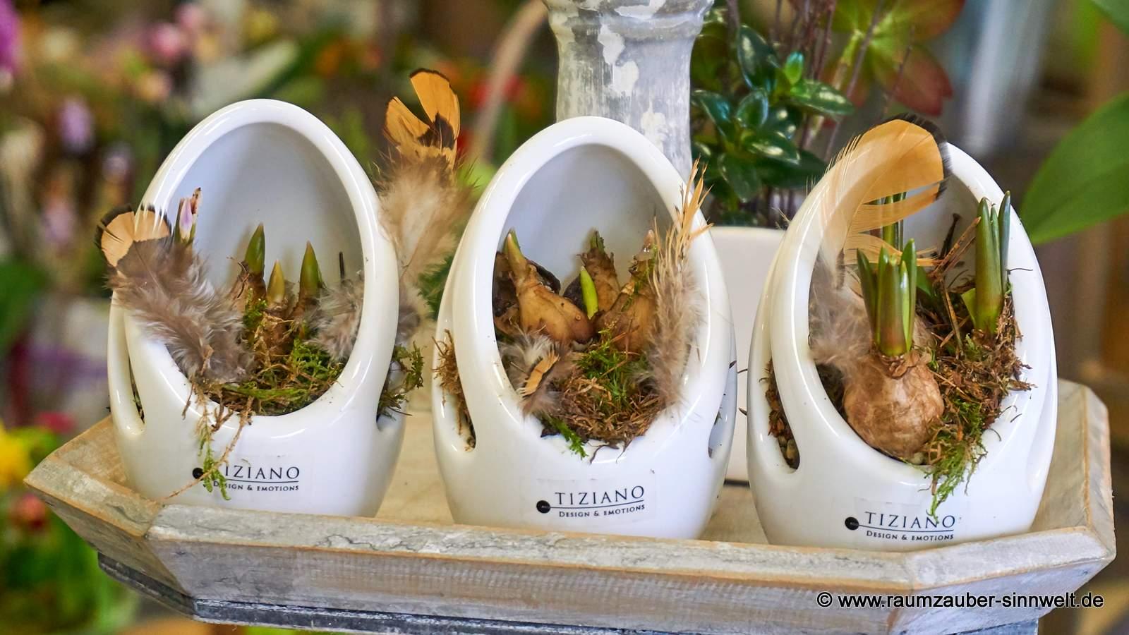 TIZIANO-Deko-Ei Valerio bepflanzt mit Frühblühern