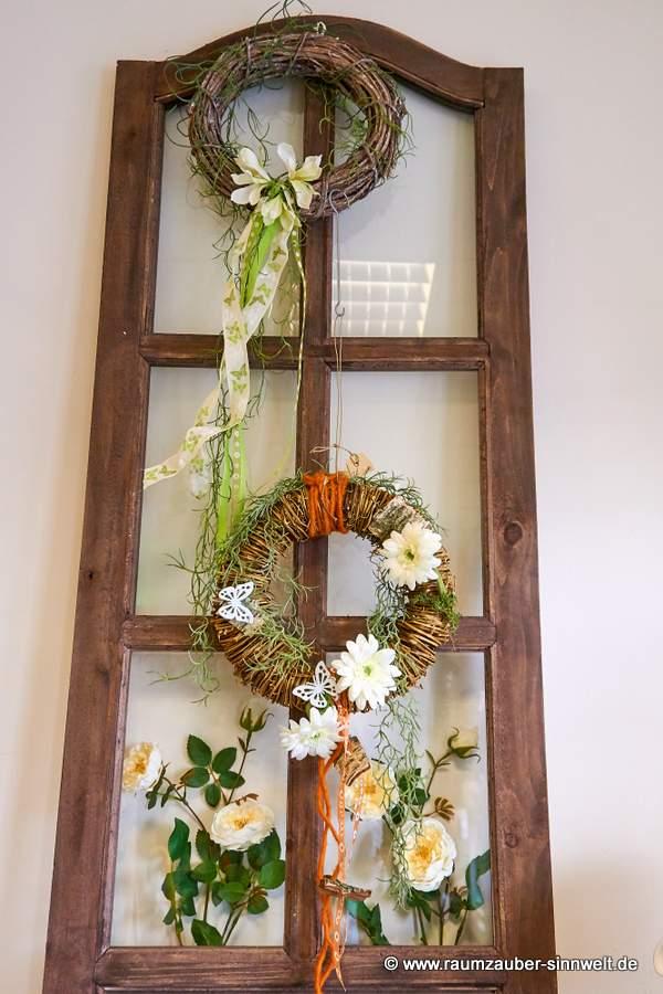 Weidenkranz mit Blüten für Tür oder Wand
