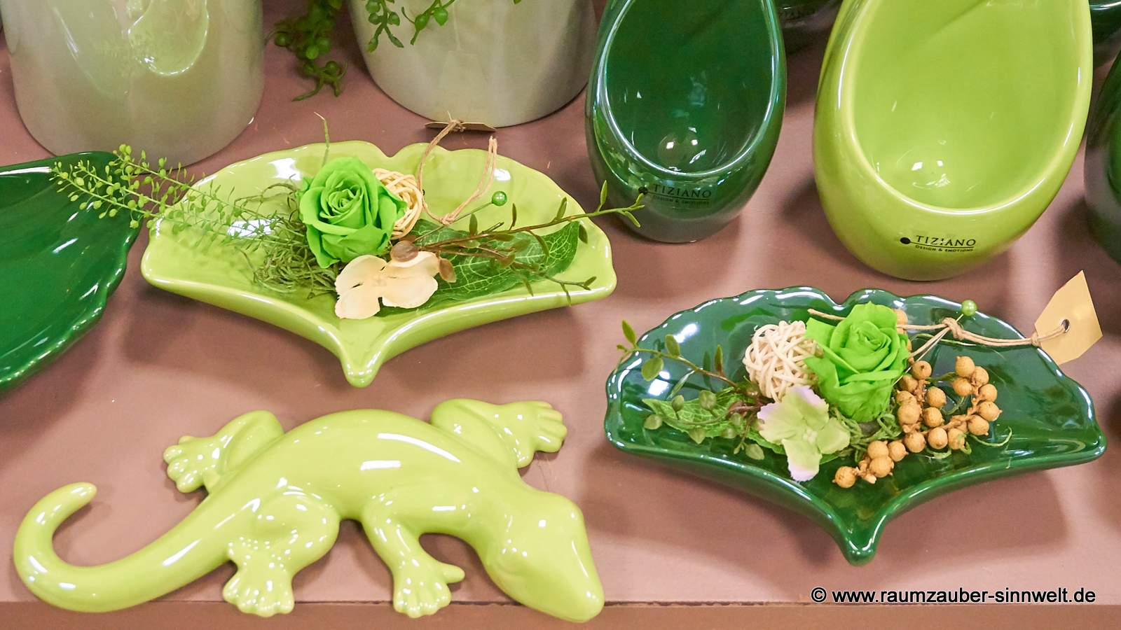 gefriergetrocknete Rosen in Schale Gingko Giano und Salamander Salo von TIZIANO