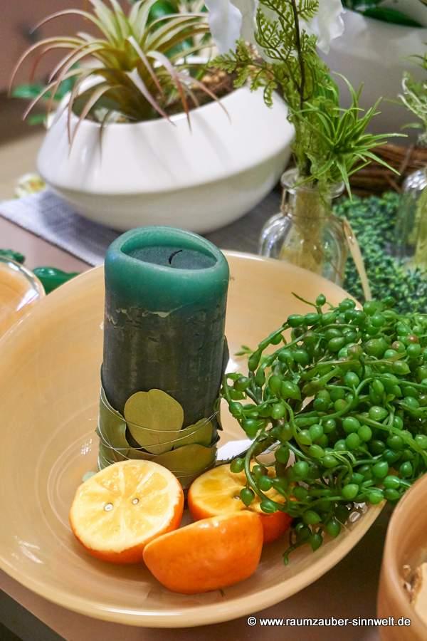 Kerze dekoriert mit exotischen Früchten